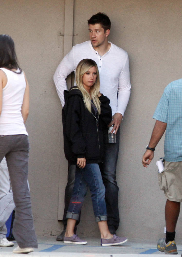 scott-speer-besucht-seine-freundin-ashley-tisdale_8344933_p2