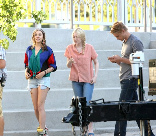 Lizzie Olsen & Dakota Fanning on set of Very Good Girls (photos)