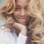 Beyoncé Takes Flawless Selfie Without Makeup!