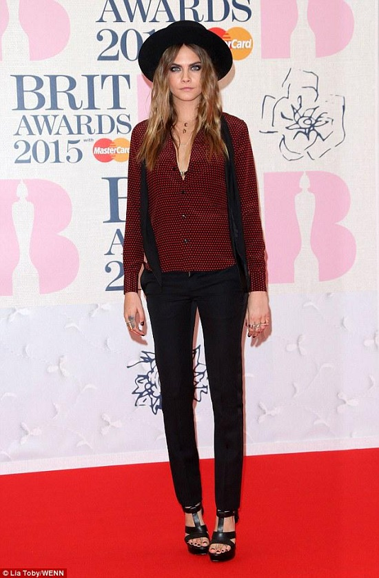 cara-delevingne-brit-awards-2