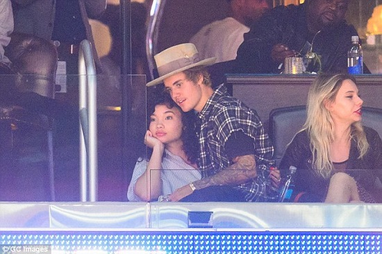 justin-bieber-ashley-moore-clippers-game