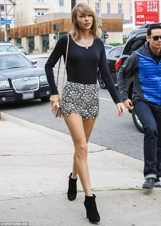 taylor-swift-lunch-beverly-hills