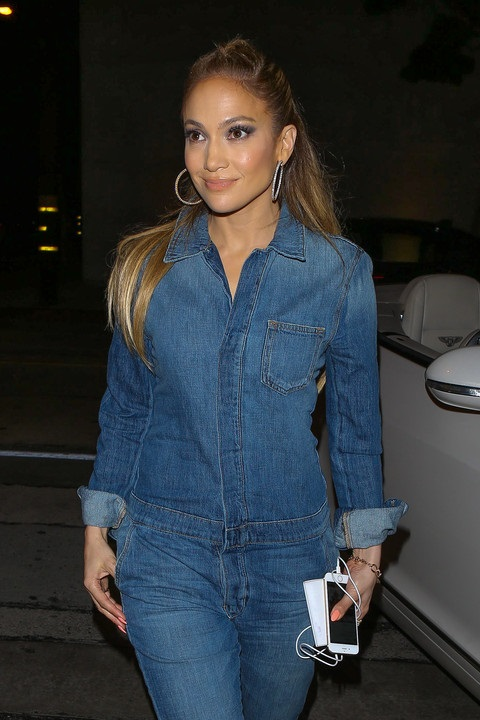 jennifer-lopez-craig's-restaurant-march-12
