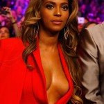 Hot Shots: Beyonce Stuns at Mayweather VS Pacquiao Fight | Bares Major Cleavage